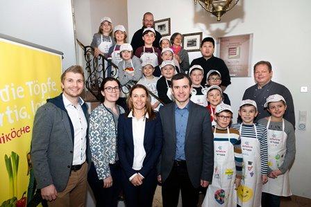 Die Rankweiler Miniköche 2017 mit Schirmherr, Organisatoren und Sponsoren